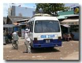 バインバオ売りのおっちゃん バスの周りをうろうろ