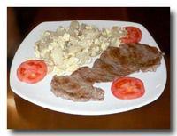 アルパカステーキの乾燥ジャガイモサラダ添え