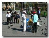 ムリリョ広場のアイスクリーム売り