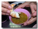 ナムチムタレーにエビを付けて食べる!
