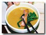 鴨の薫製をニンニクソースで食べる