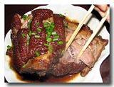 龍蹄 豚の太股の醤油煮込み 箸でほぐしたところ
