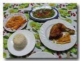 キューバの食卓 骨付き鶏、ご飯、野菜の酢漬け
