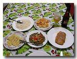 魚、揚げバナナ、芋などの食卓 トリニダーの民宿