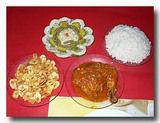 鶏肉のトマトソース,サラダ,バナナフライ シェンフエゴスの民宿の食事