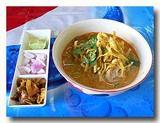 カオソーイ タイ風カレーラーメンと漬け物