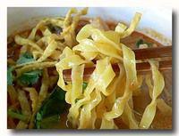 カオソーイ タイ風カレーラーメン 麺アップ