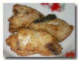 イカン・ゴレン 魚の切り身のムニエル