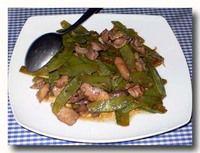 トゥミス・ブンチス・アムペラ 砂肝と絹さやの炒め物