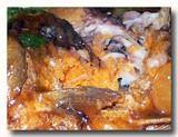 酱焖鲫鱼 ジャンメンジイユ フナの醤油煮 雌の卵いっぱいのおなか