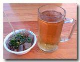 大連燜子 焼き澱粉のニンニク醤油がけとハルビンビール