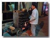 中国の焼き芋屋さん。芋以外にもいろいろ焼いていた。