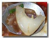 漫波魚 マンボウの炒め物をすくう