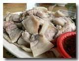 蒜泥白肉 ゆで豚バラ肉の大蒜ソース 山盛りの豚バラ