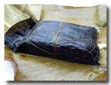 アバイ:肉入りのお餅の葉包み蒸し