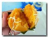 カノム・ターン パン椰子の蒸しケーキを割ったところ