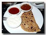 アル-パラタ ダヒー チャツネ の朝食セット