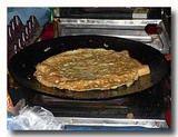 インド風オムレツトースト 卵でパンを包み込む