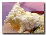 マライヨをスプーンですくったところ バラナシ銘菓