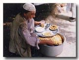 街角でマトン・プラウを売るおじさん パキスタン ラワルピンディ