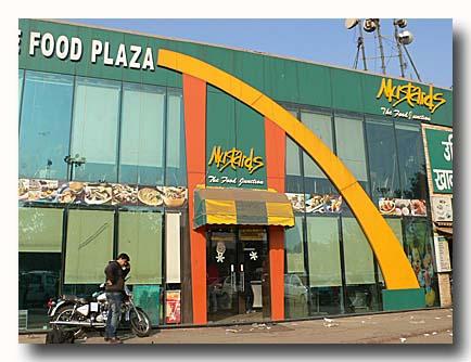 デリー駅東側のファストフード店